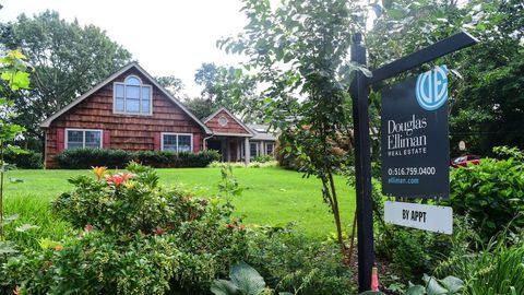 Rising Rates Damp Mortgage Applications Ahead of Spring Selling Season
