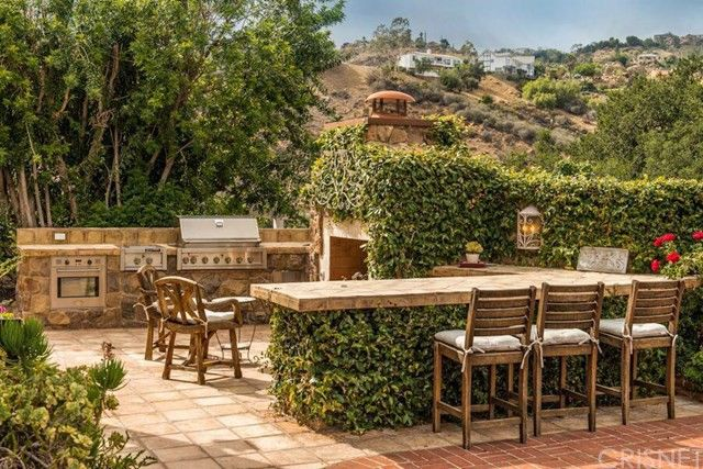 The outdoor kitchen that recalls Tuscany