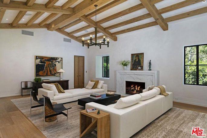 Bellagio Estate living room