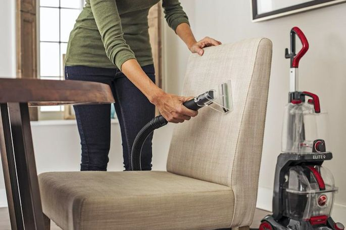 Strong suction removes dirt and stains.
