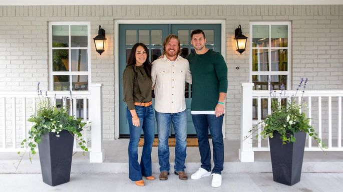 Fixer Upper Chip Joanna And Tim Tebow Crop