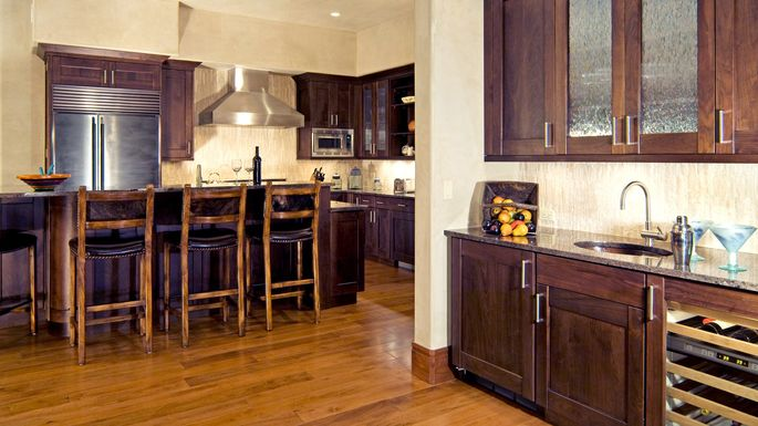 What\'s a Wet Bar vs. Dry Bar—and Does Either Belong in Your Home ...