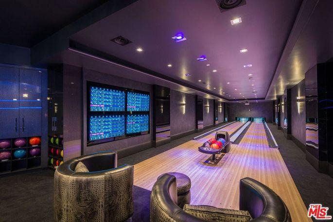 Two-lane bowling alley