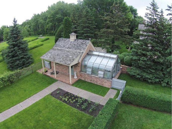 Greenhouses To Make A Garden Grow