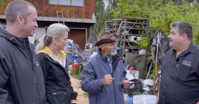 Zasio and Dale discuss getting rid of some of his hundred junkers with a tow truck driver.