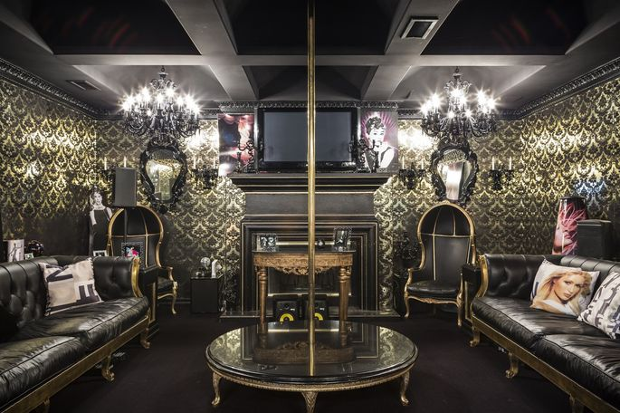 A mid-2010s photo of a private nightclub at the home of Paris Hilton.