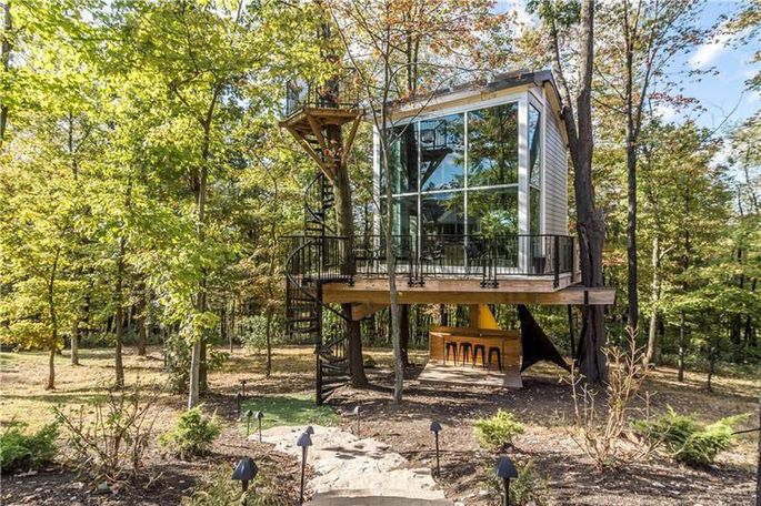 Two-story treehouse
