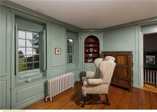 daryl-hall-of-hall-oates-selling-restored-colonial-in-maine-7