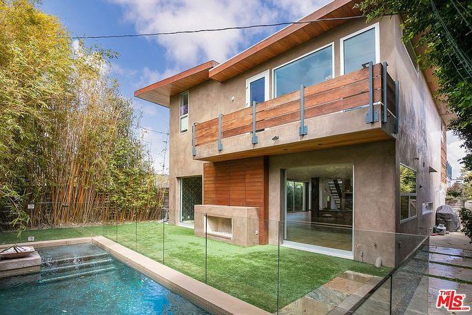 Jennifer Love Hewitt's modern home