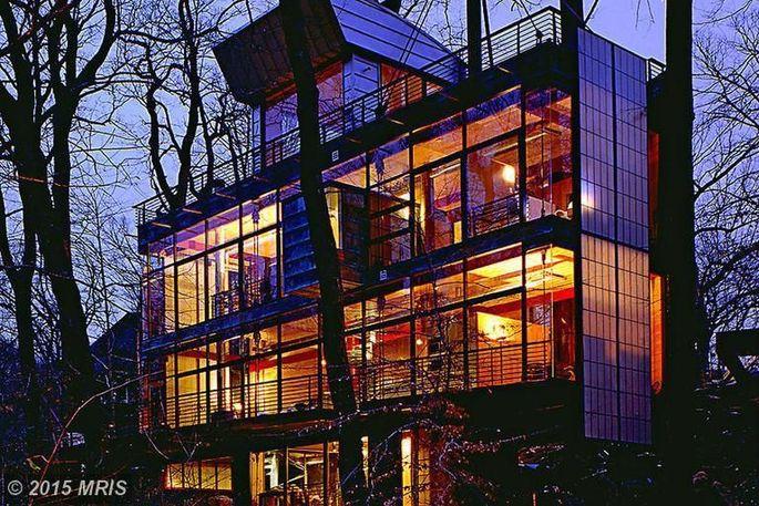 Postmodern mansion