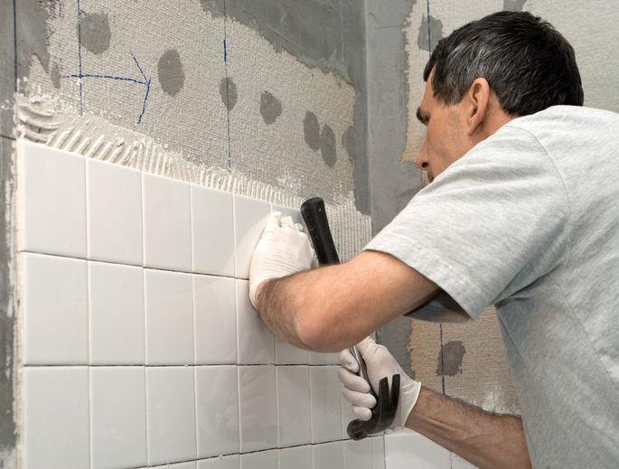 tiling bathroom shutterstock_39827185