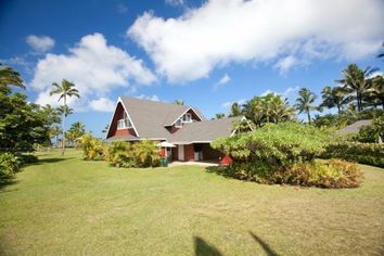 Julia Roberts Lists $30M Beachfront Spread in Hanalei, HI