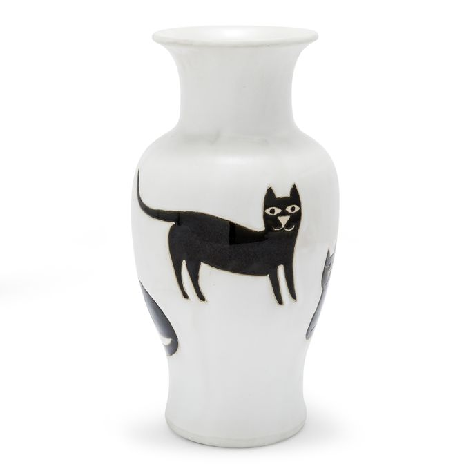 Meow! Add this vase to a bookcase or entryway table.
