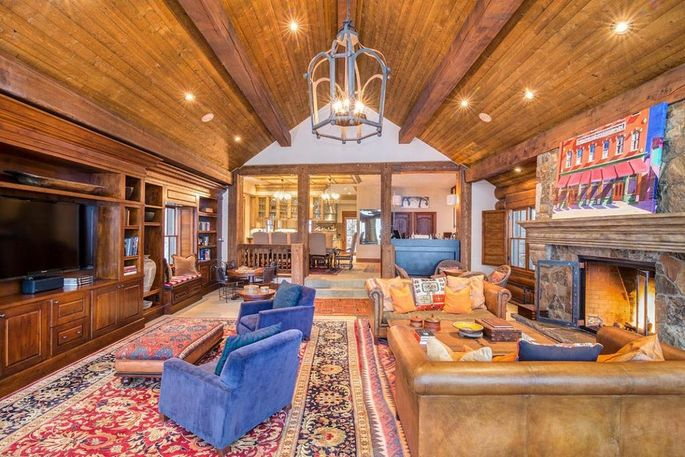 Bobbi Brown Lists Her Mountain Village CO Retreat for 6  : 7fd6ffb38c266103934444fd90b07dcew c0xd w685h860q80 from www.realtor.com size 685 x 457 jpeg 82kB