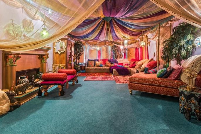 Sitting room with Moroccan theme