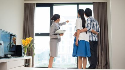 How to Find an Apartment With a Real Estate Agent's Help