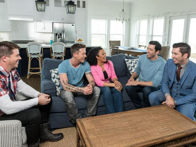 Oldest Scott brother J.D. referees as judges Egypt Sherrod of 'Flipping Virgins' and David Bromstad of My 'Lottery Dream Home' debate whether Jonathan or Drew will win the first challenge