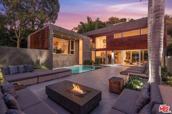 Alex Rodriguez sells his Hollywood Hills home for $4.4 million.