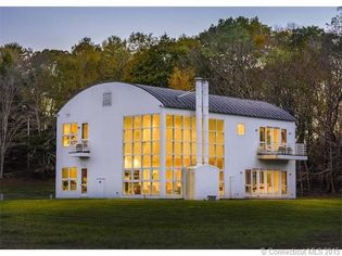 'The Barn' in Lyme, CT, Puts a Modern Twist on a Traditional Form