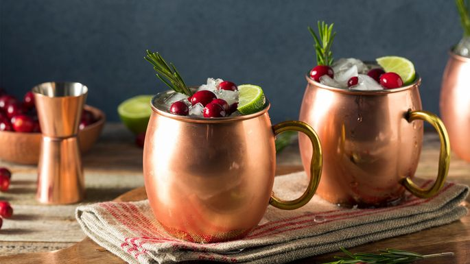 copper-mugs-holiday-table
