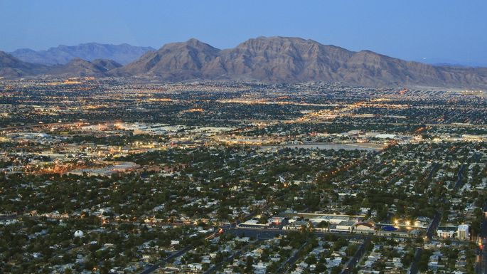 Ah,Vegas: Beautiful from the air, booming onthe ground