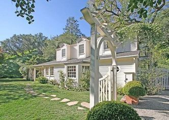 Taylor Swift Buys Beverly Hills Home (PHOTOS)