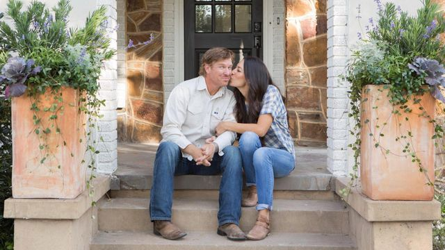 Shocking facts about chip and joanna gaines on 39 fixer for Why are chip and joanna gaines leaving hgtv
