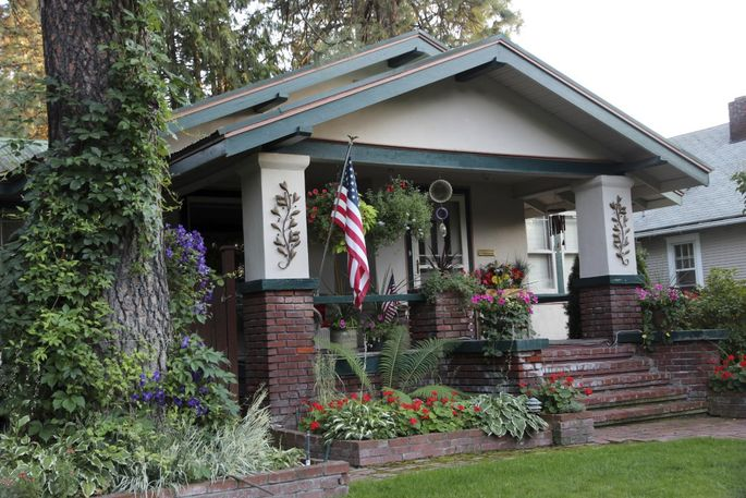 craftsman-house-with-flag-and-flowers-1024x683