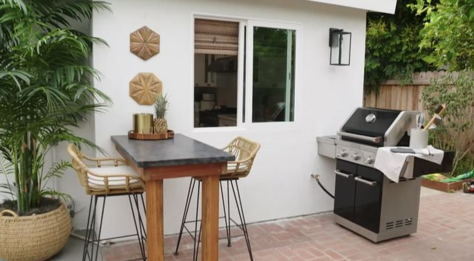 This outdoor kitchen is small, but it makes the yard feel special.