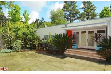 """""""Without a Trace"""" Star Lists Mid-Century in Hollywood Hills"""