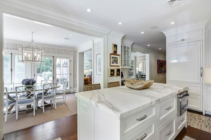 Open kitchen and breakfast room