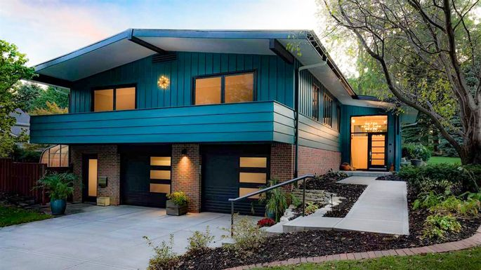 Mid-Century Modern Time Capsule Is This Week's Most Popular Home
