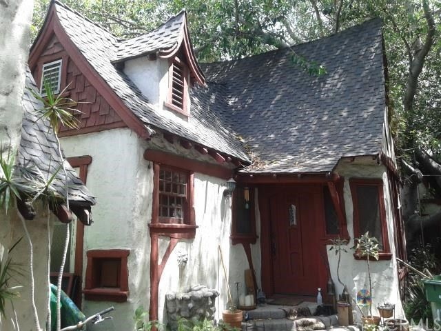 Charlie chaplin lived in these l a storybook cottages for Cottages in los angeles