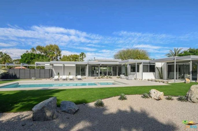 Palm Springs, CA, home designed by architect Donald Wexler