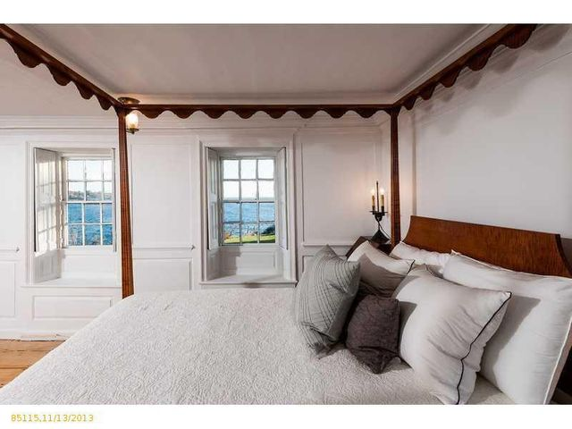 daryl-hall-of-hall-oates-selling-restored-colonial-in-maine-24