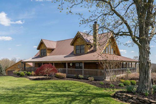 Williamstown KY log house retreat exterior