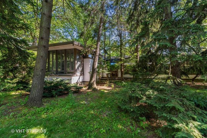 This Frank Lloyd Wright house is now for sale.