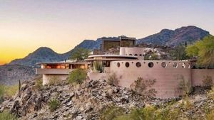 Why Frank Lloyd Wright's Phoenix Masterpiece Is Languishing in the Desert