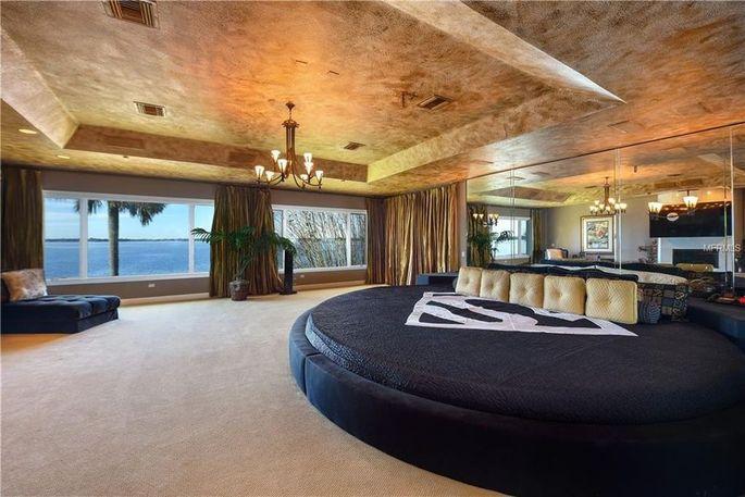 Shaq's bedroom now