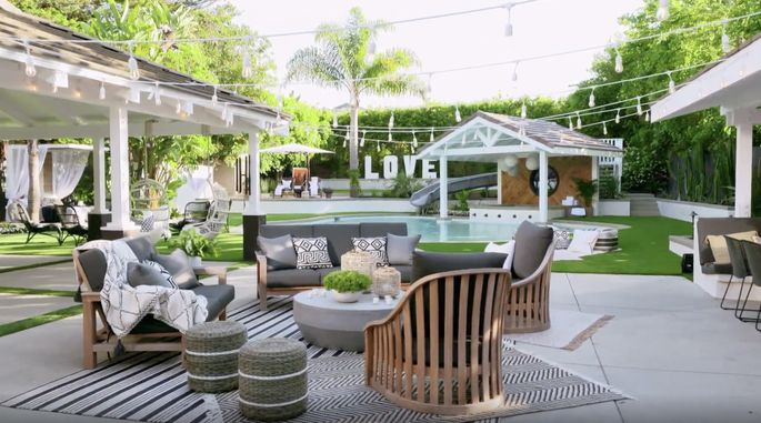 This chic furniture makes the yard pop.
