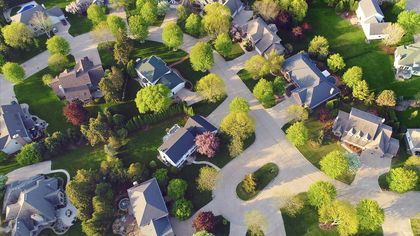 8 Homeowner Vows for 2020 That'll Help You Be a Good Neighbor