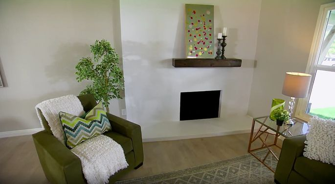 Stucco may just be the new tile when it comes to fireplaces.
