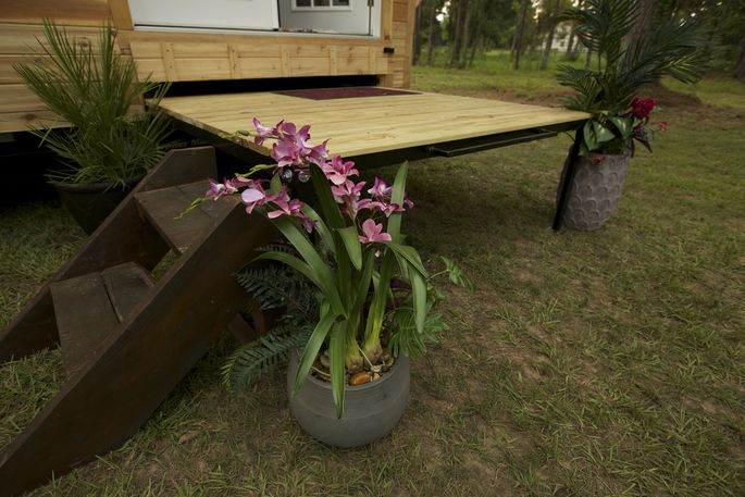How to Play Golf in a Tiny Home: 'Tiny House Nation' Tips