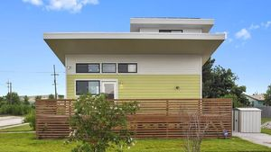 brad-pitt-new-orleans-tiny-house