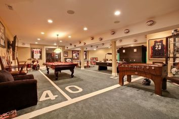 Chicago Bears' Devin Hester Nears Sale of Mansion With Man Cave