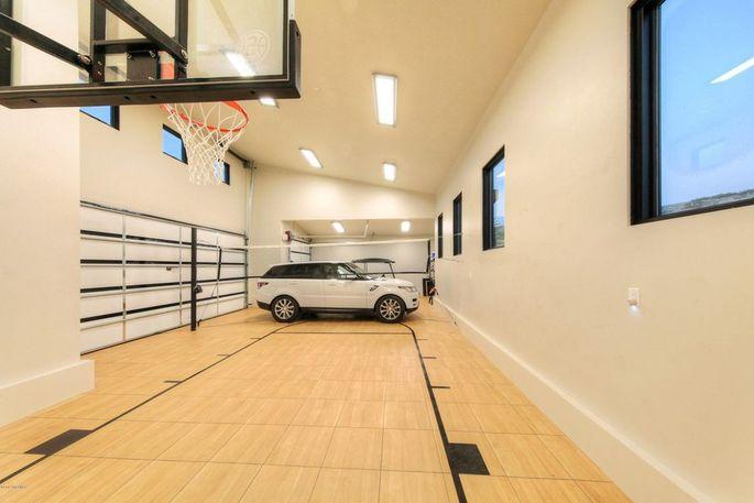Garage/sport court