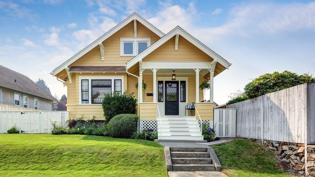 What Is a Craftsman Bungalow? A Cute Home Once Sold by Catalog