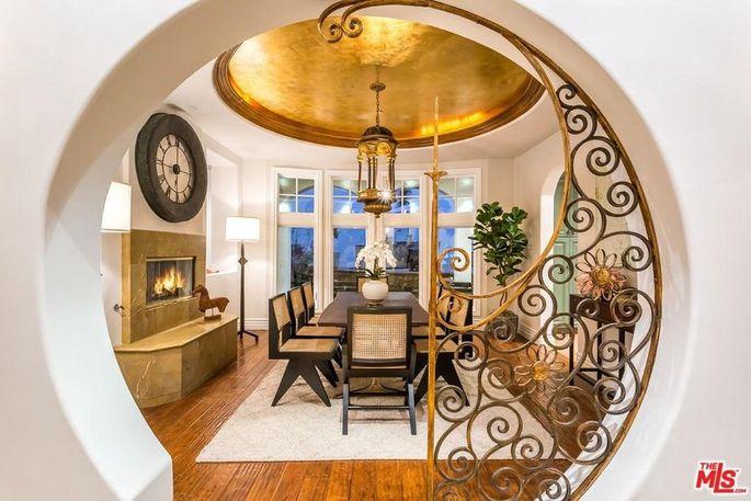 Dining room with Moorish design