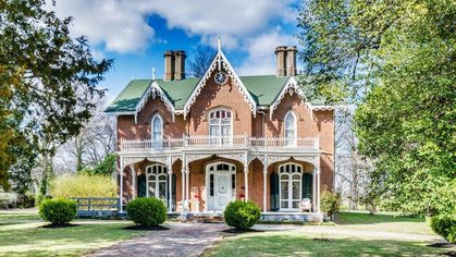 Cedarhurst Is a Southern Gothic Dream in Mississippi for Just $272K
