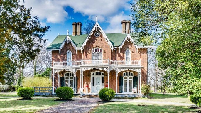 Cedarhurst Is A Southern Gothic Dream In Mississippi For Just 272K